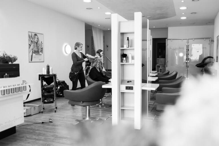 Inga Neufang mit Kundin im Salon | Hair & Styling